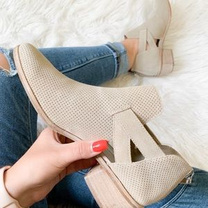 DV • fall ankle booties NWOT